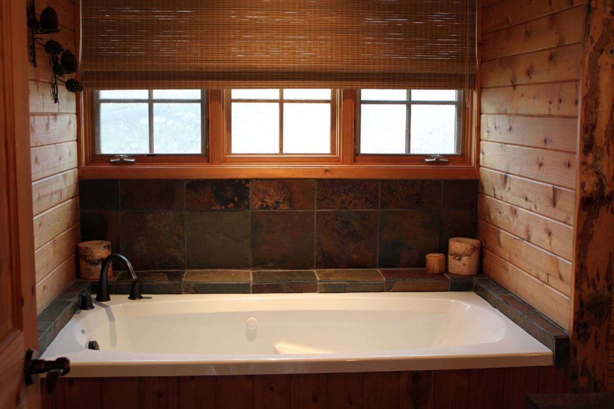 Stone Lodge Bathroom