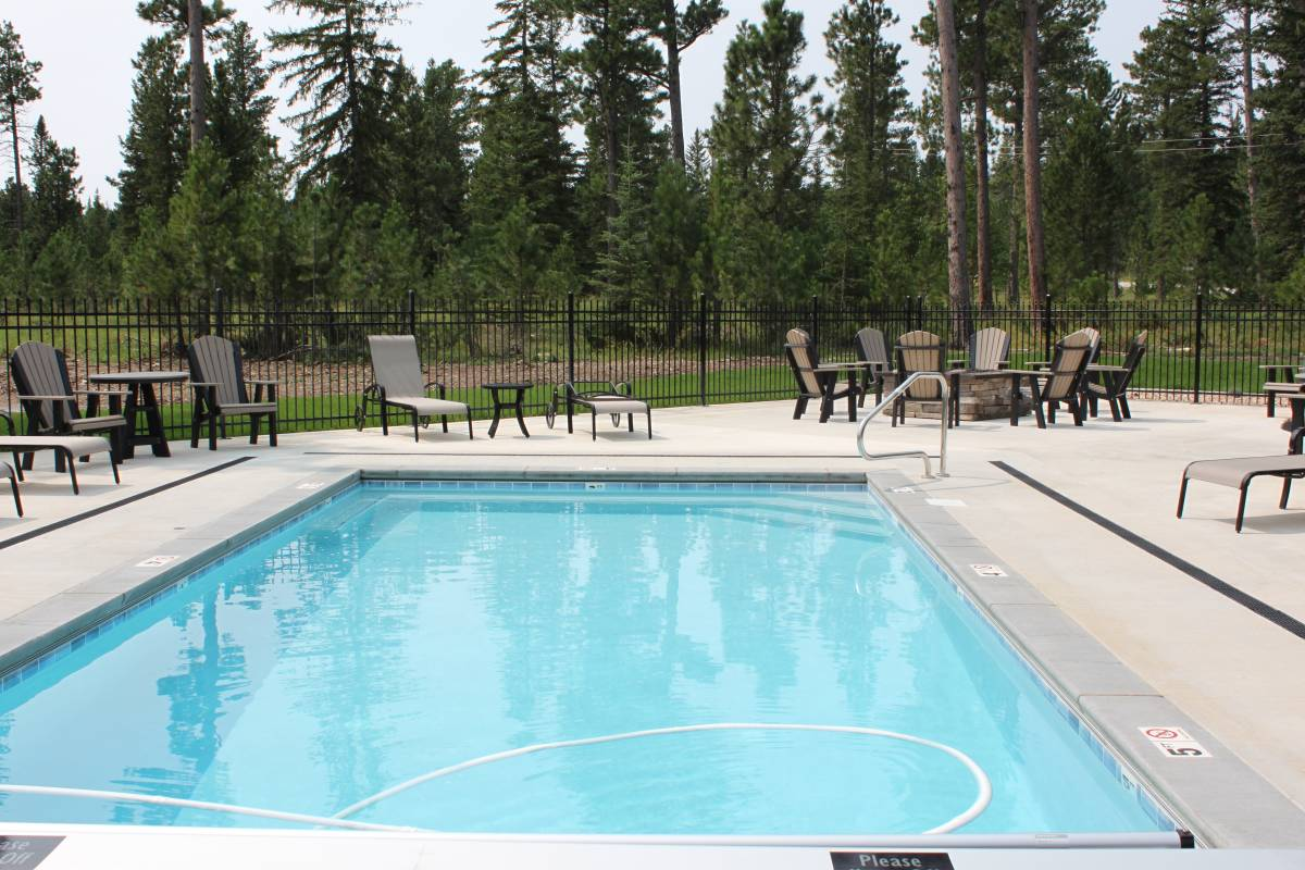 Powder Pass Community Club House - Outdoor Pool